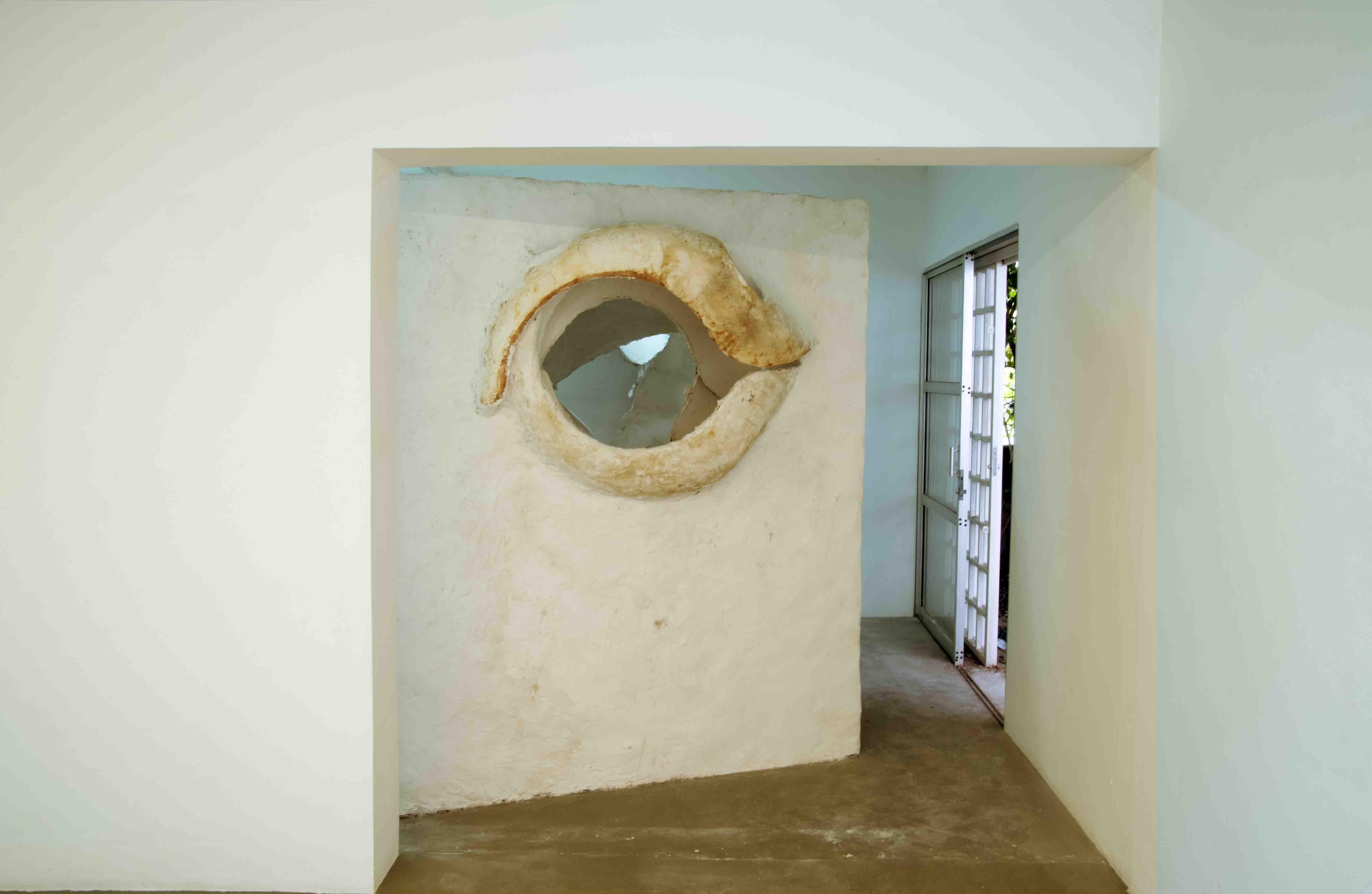 06. GaKO. art. André Kruysen. Inner Gaze , Madeira, aço e gesso. Wood, steel, plaster. 220 x 186 x 152 cm 2019-BX