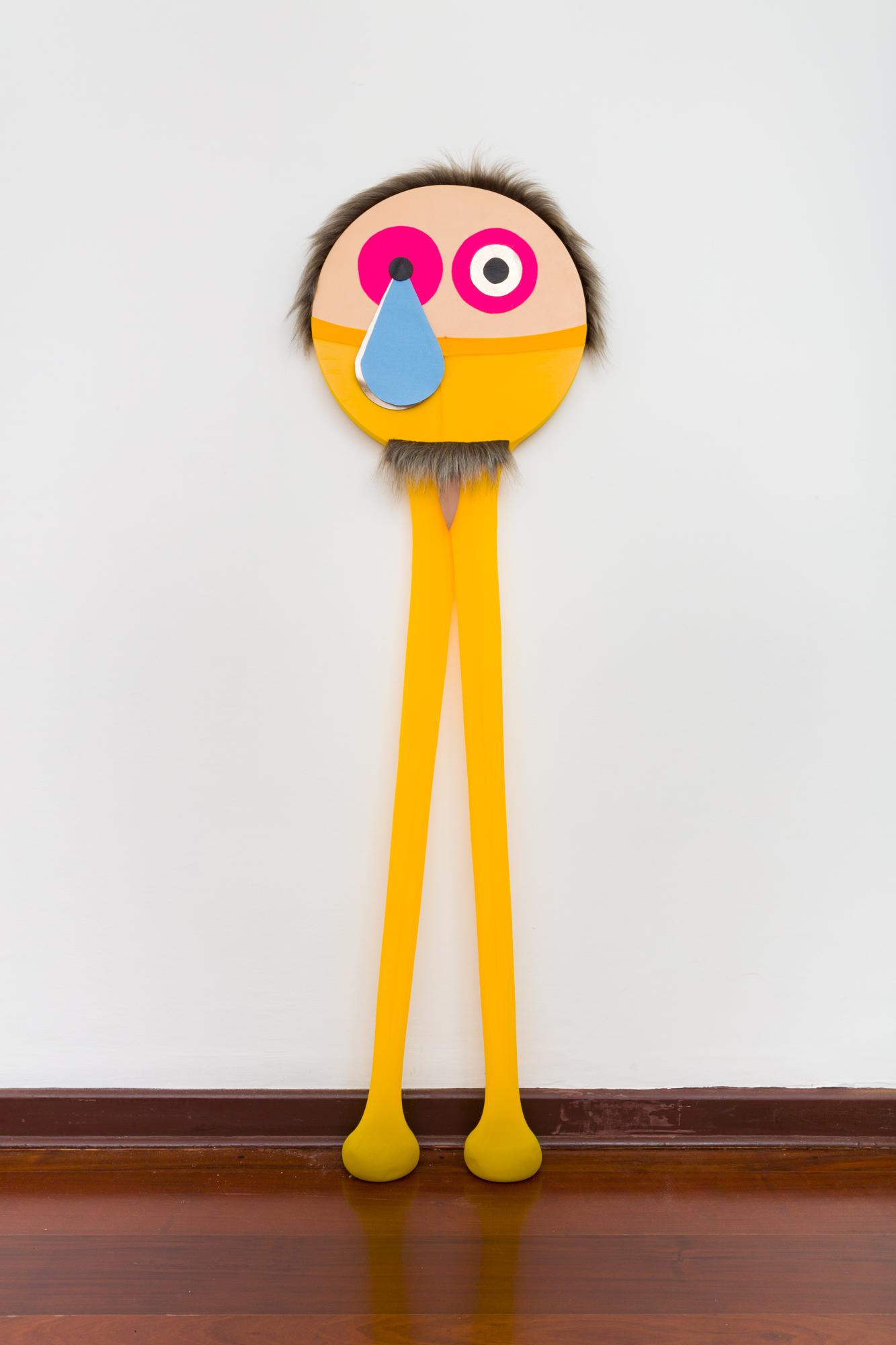 Joãozinho, 2021. Série Moles. Nylon, areia, feltro, couro tingido, pele sintética e prego sobre tela. 180 x 55 cm